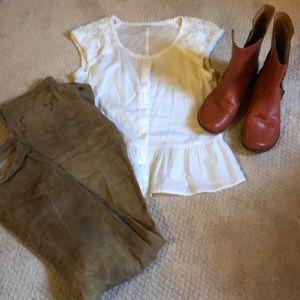 Hinge blouse with ruffle